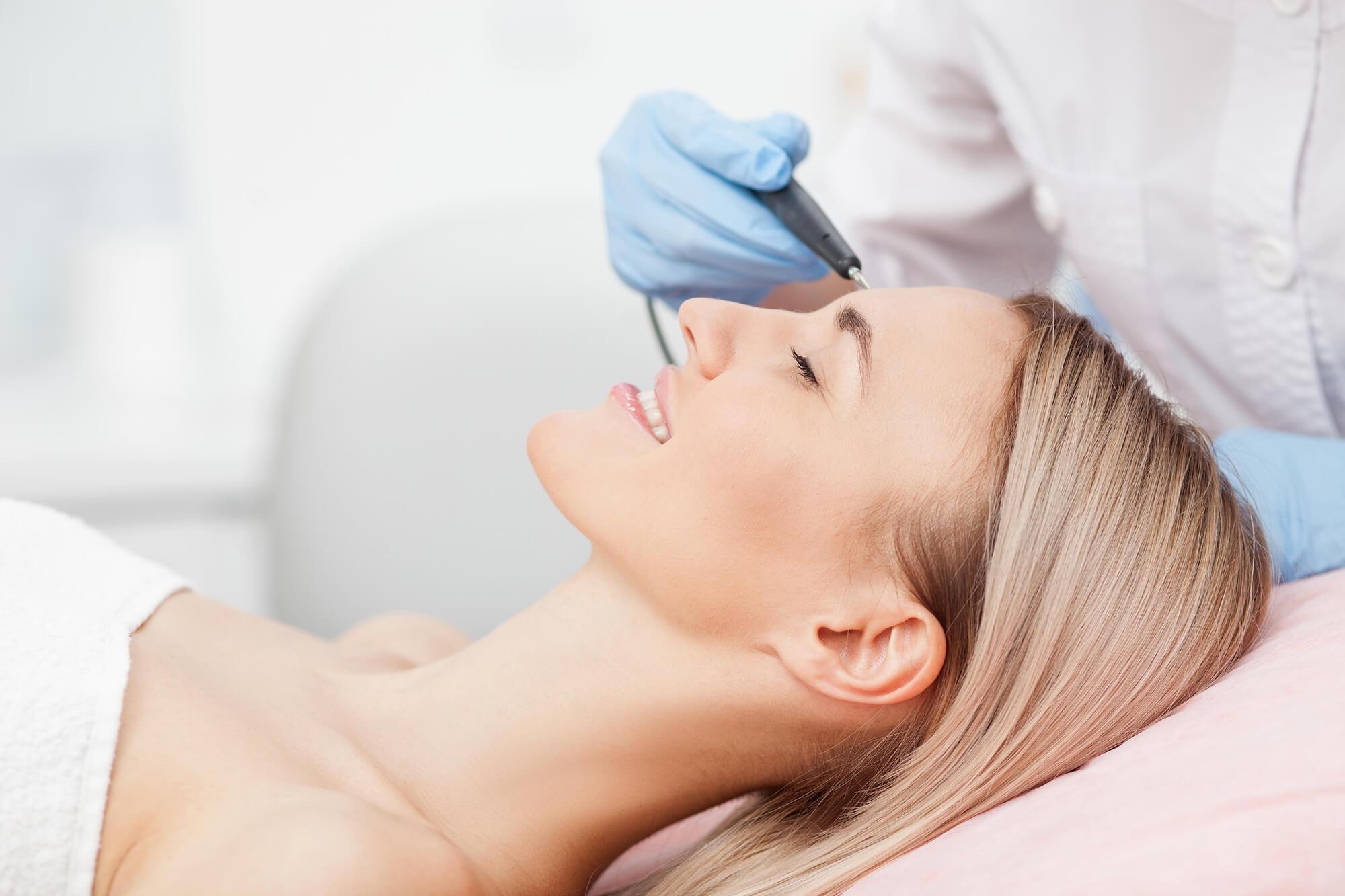 En Què Consisteix La Cirurgia Estètica Facial?